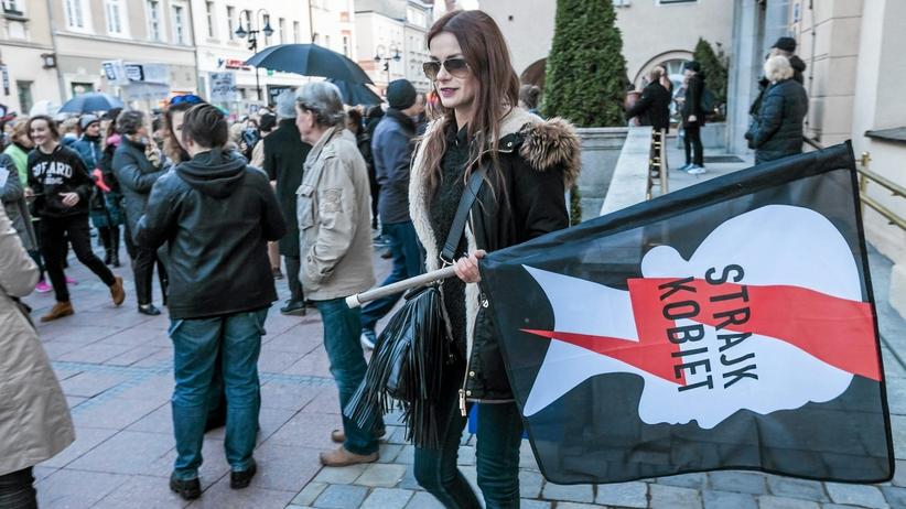 Marsz Młodzieży Wszechpolskiej 15 sierpnia. Strajk Kobiet protestuje