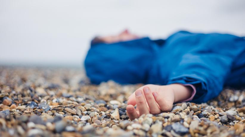 Ciało mężczyzny na plaży w Świętouściu. Są już podejrzenia, kim był