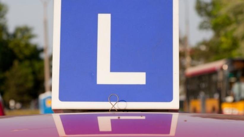 Nietrzeźwy mężczyzna próbował zdać prawo jazdy. Zaliczył łuk