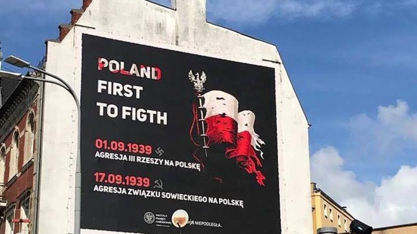 Szczecin. Angielska literówka na plakacie IPN