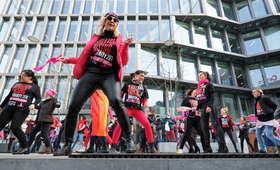 """""""Nazywam się Miliard"""". Taneczny protest przeciwko przemocy w Polsce [WIDEO]"""