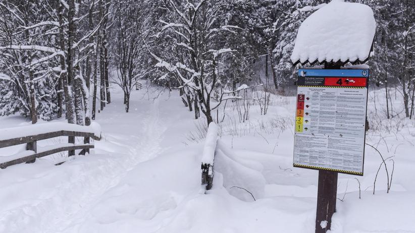Ekstremalnie trudne warunki w Tatrach. Turyści utknęli w schroniskach