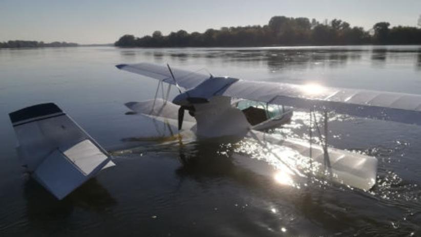 Samolot awaryjnie lądował na Wiśle. Na pokładzie dwie osoby