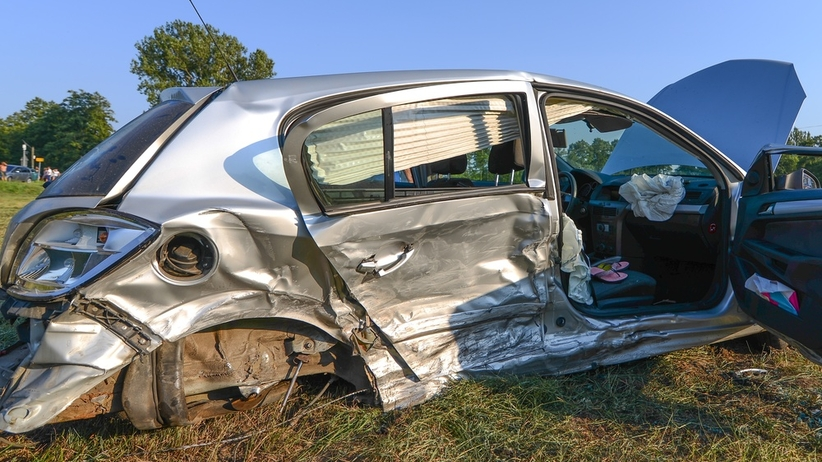 Auto dachowało z pięcioma pasażerami w środku