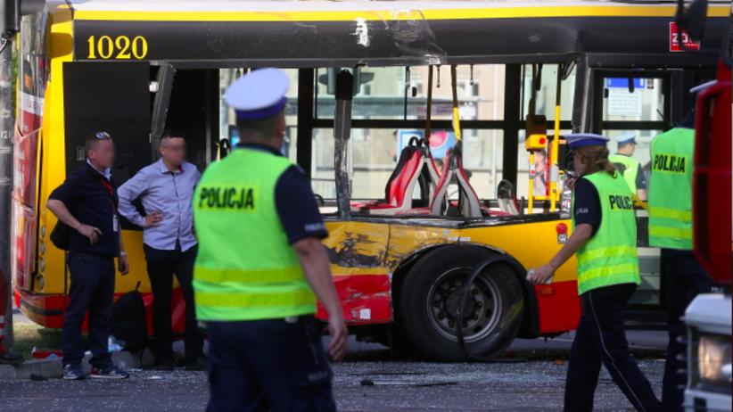 Tramwaj zderzył się z autobusem w centrum Warszawy. 9 osób rannych, w tym niemowlę
