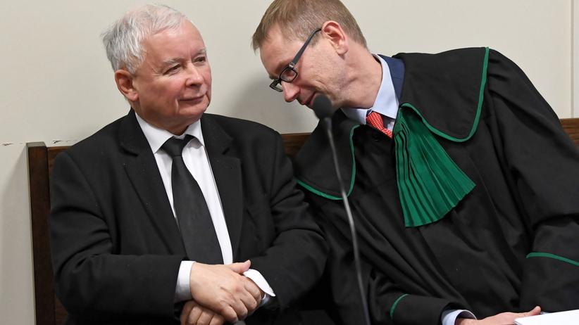 TVN24 pokazał na wizji dowód osobisty prezesa PiS Jarosława Kaczyńskiego