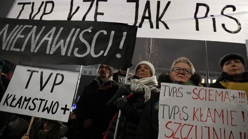 Protest przed siedzibą Telewizji Polskiej. TVP komentuje: to nagonka