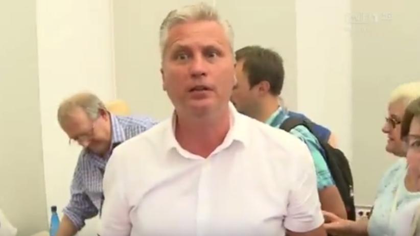 ''Wy PiSowskie mordy''. Dziennikarz TVP zaatakowany podczas spotkania z Adamem Michnikiem [WIDEO]