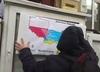 Ukraińscy nacjonaliści powiesili na Konsulacie RP plakat oskarżający Polskę o zbrodnie [WIDEO]