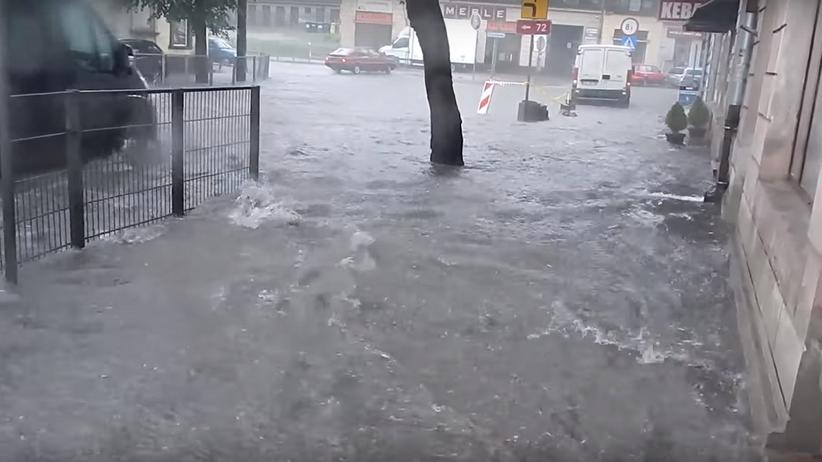 Ulewy nad Polską. Brzeziny pod wodą [WIDEO]