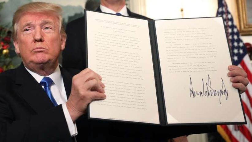 Demokraci potępiają Trumpa za decyzję, której się wcześniej domagali