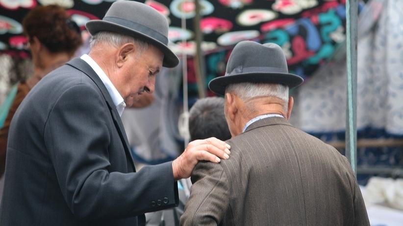 Emerytowani milicjanci zachowają emerytury.