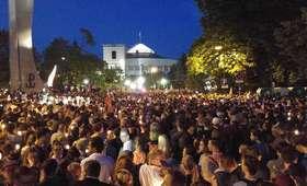 Ratusz: 50 tysięcy ludzi pod Pałacem Prezydenckim. Na koniec przenieśli się pod Sejm