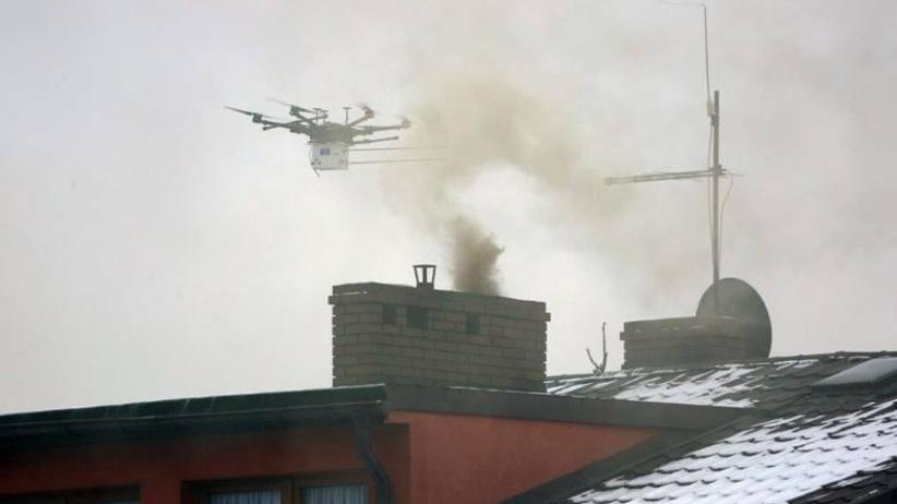 W Katowicach dron sprawdza skład dymu z kominów. Są już pierwsze mandaty [GALERIA]