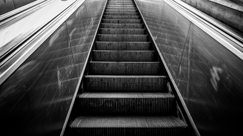 Awaria schodów w warszawskiej stacji metra. 3 osoby trafiły do szpitala