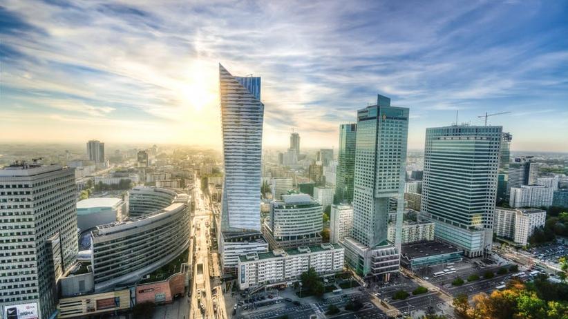 Warszawa coraz popularniejsza wśród zagranicznych turystów. Najnowszy raport