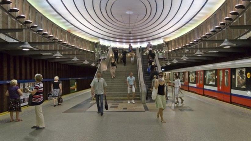 Plecak zostawiony na siedzeniu sparaliżował warszawskie metro. Co było w środku?