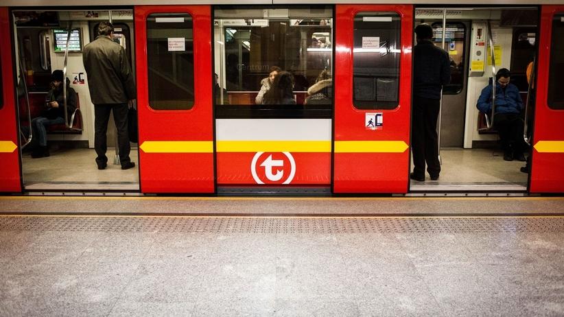 Warszawa: sześć stacji metra nie działa. Chodzi o pozostawiony bagaż
