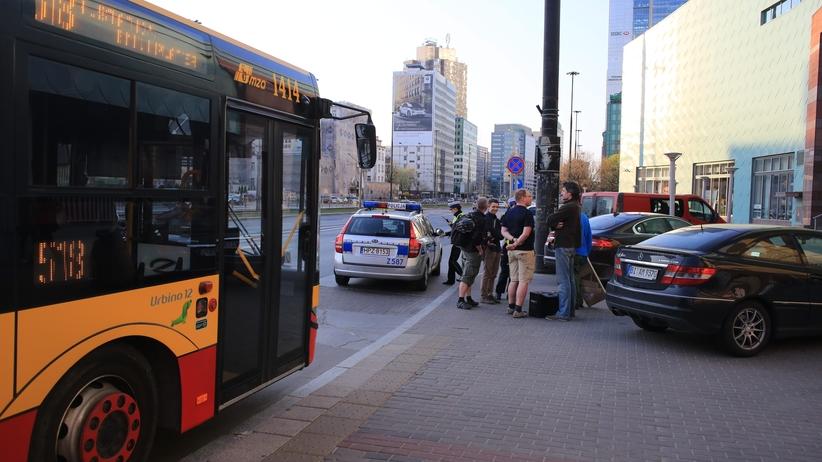 Wypadek w Warszawie. Gwałtowne hamowanie autobusu. Są ranni