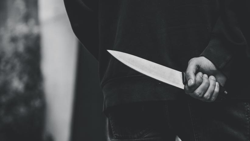 Bił, katował tłuczkiem do mięsa, ugodził nożem. Odpowie za usiłowanie zabójstwa ojca