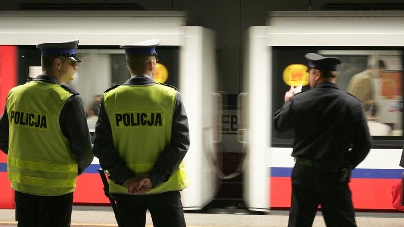 Warszawa. Bójka w metrze z użyciem noża