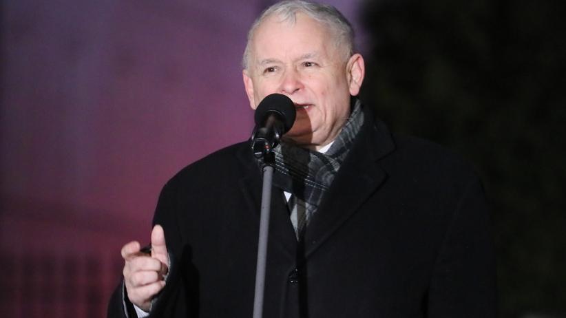 Kaczyński na 92. miesięcznicy: W naszym życiu pojawiło się bardzo, bardzo wiele zła [WIDEO]
