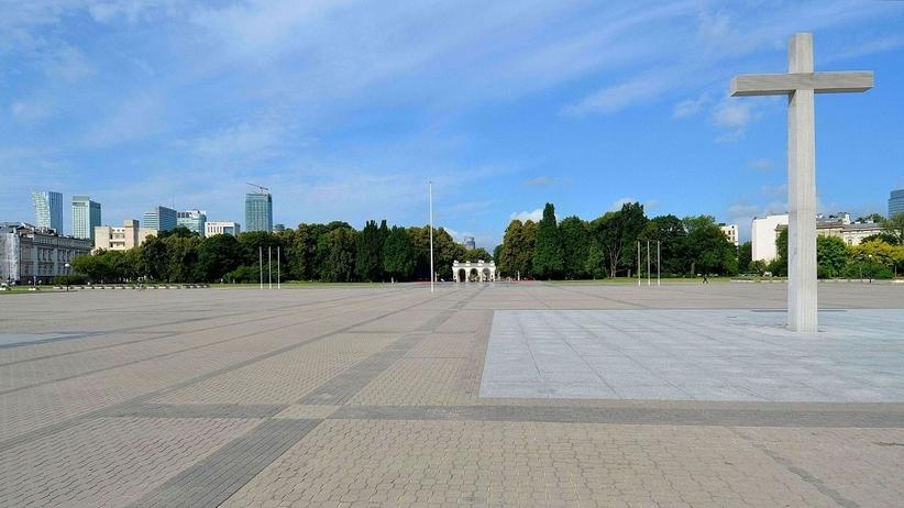 Wojewoda przejmuje Plac Piłsudskiego w Warszawie. Ratusz: może chodzić o pomniki