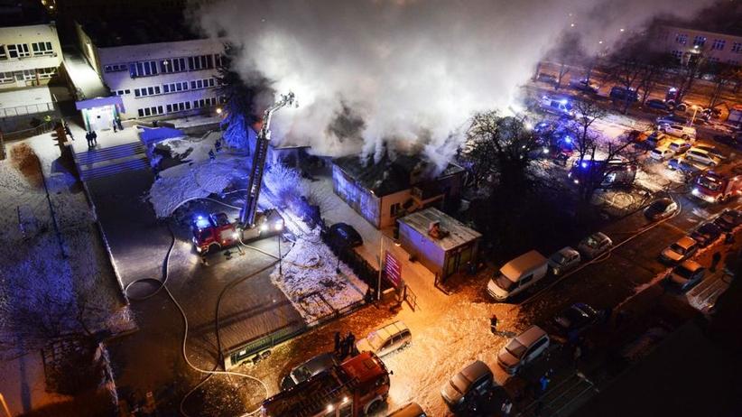 Pożar warsztatu na warszawskim Mokotowie. Części aut latały w powietrzu