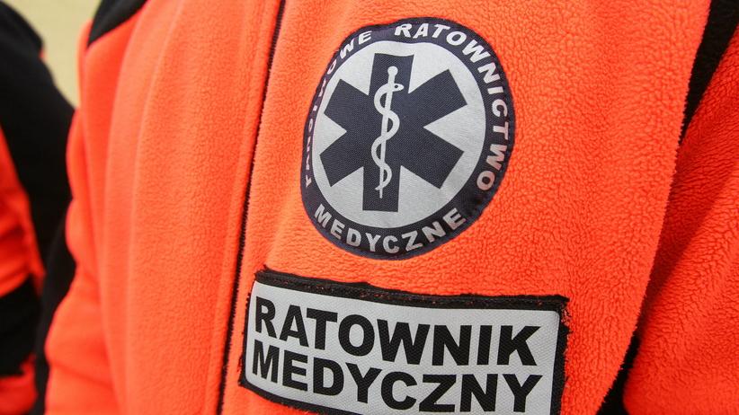Skandaliczne zachowanie ratowników medycznych. Ukradli staruszkowi 78 tys. zł