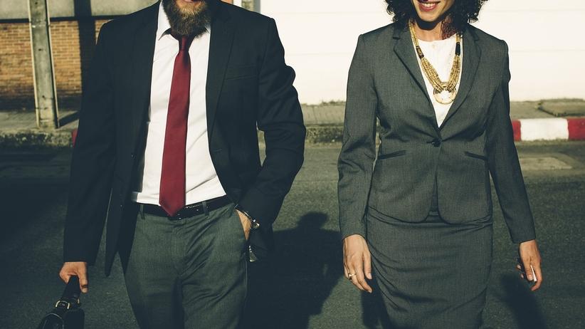 Wchodzą nowe zasady: kontrolerzy biletów w garniturach i pod krawatem