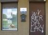 Zdewastowali biuro PiS. Na drzwiach pojawił się wulgarny napis