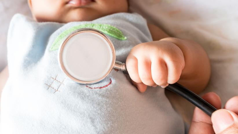 Wielkopolska. 6-miesięczne dziecko połknęło agrafkę