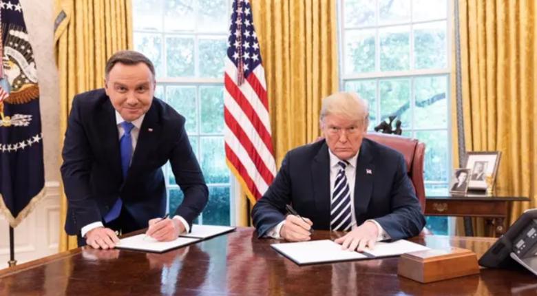 Duda o słynnym zdjęciu z Trumpem. Zaatakował media. ''Szyderstwa i napad lewackich mediów''