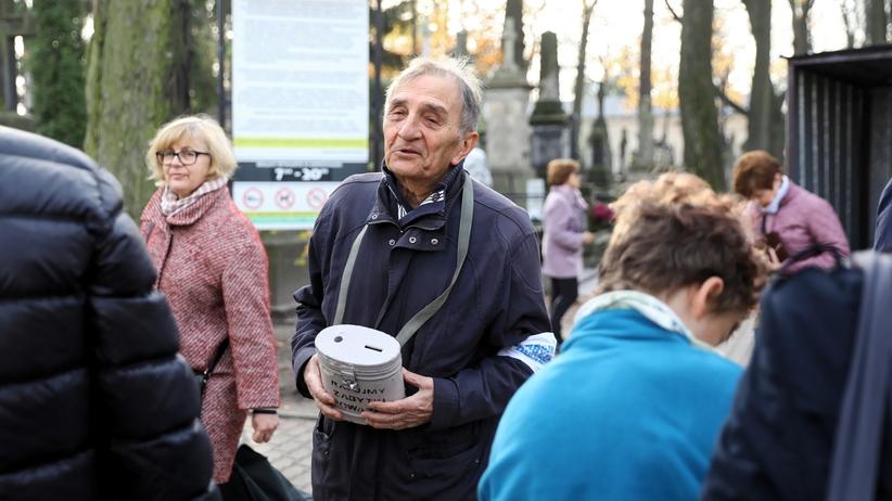 Wszystkich Świętych. 1 listopada. Kwesty na cmentarzach w całej Polsce