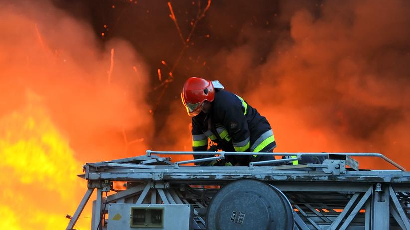 Wybuch gazu w kamienicy. Budynek płonie, ściana zawaliła się na ulicę