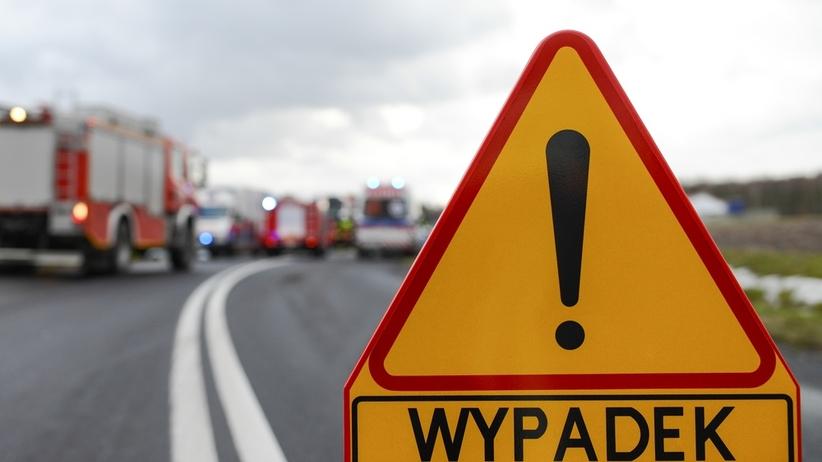 Wypadek na A1. Zderzyły się 3 ciężarówki i laweta