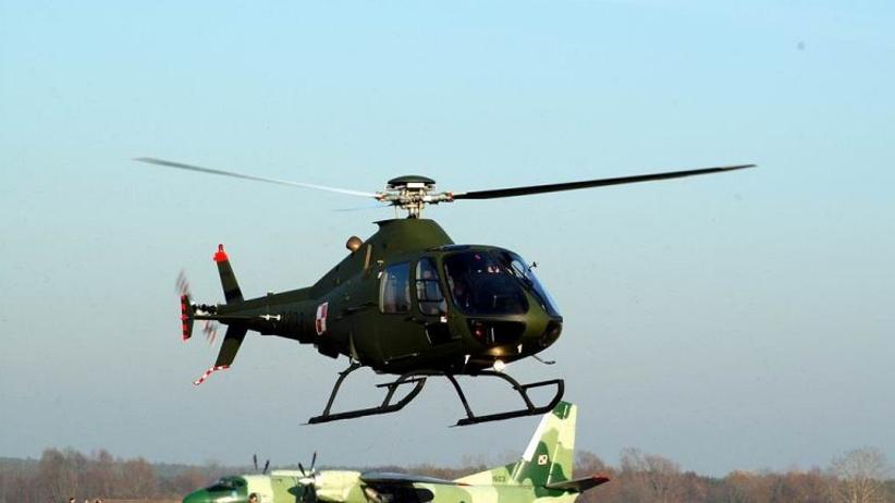 Wypadek śmigłowca wojskowego w Dęblinie. Dwaj piloci odnieśli obrażenia