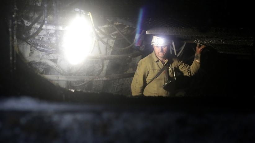 Wypadek w kopalni. Pracownik porażony prądem