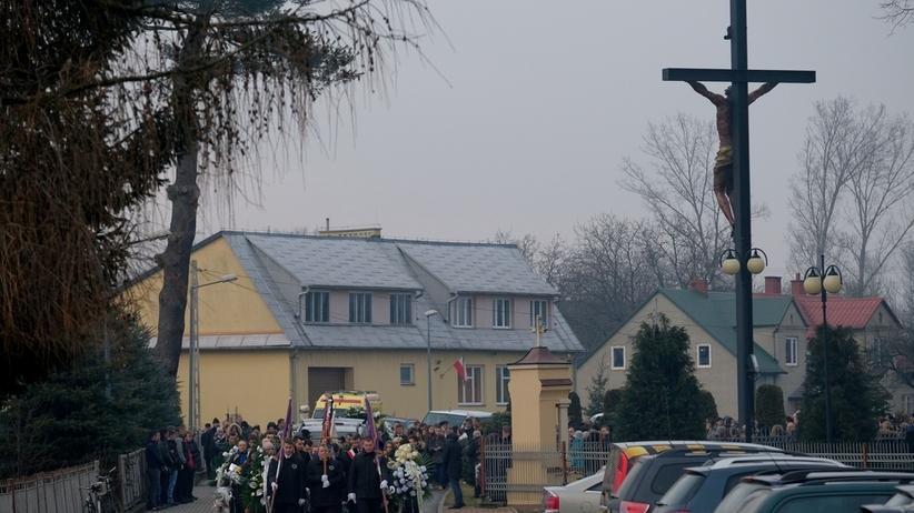 Ludzie mdleli w kościele. Emocjonalny pogrzeb nastolatek z Tryńczy [ZDJĘCIA]