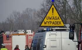 Autobus szkolny uderzył w drzewo. Przewoził 26 dzieci!