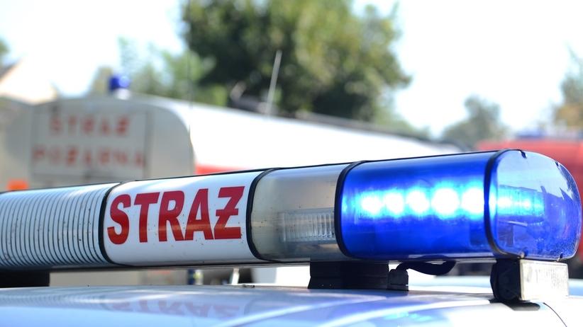 Strażak spowodował kolizję służbowym samochodem i uciekł. Był pijany?