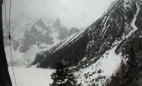 Atak zimy w Tatrach. TOPR ostrzega przed lawinami [GALERIA]