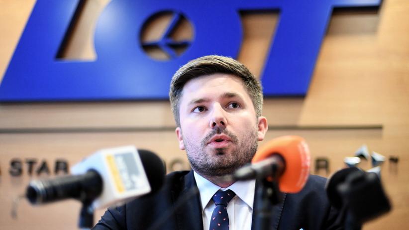 rzecznik LOT Adrian Kubicki