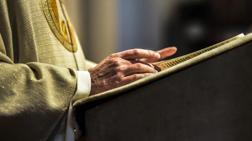 Ksiądz zatrzymany na plebanii. Chodzi o treść wysyłanych SMS-ów