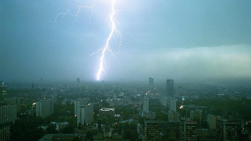 IMGW wydało ostrzeżenia dla dziewięciu województw. Przez kraj przejdą burze z gradem
