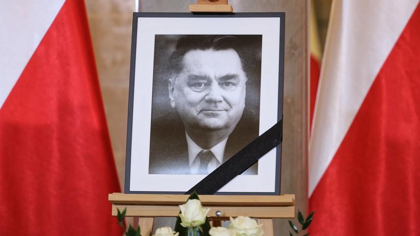 Żałoba narodowa po śmierci Jana Olszewskiego dłuższa niż jeden dzień