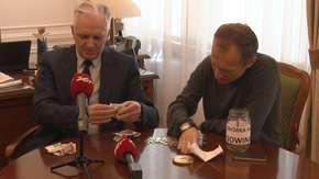 Razem z Gowinem otworzyliśmy puszkę z datkami. Ile zebrano dla wicepremiera?