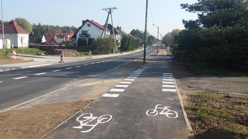 """Zbudowal ścieżkę rowerową zamiast chodnika. """"Nie mamy jak przejść"""""""