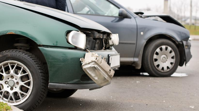 Zderzenie czterech samochodów, droga nieprzejezdna. Są ranni