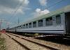 Zderzenie pociągu osobowego z tirem. Pięć osób w szpitalu